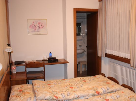 Standard double room Isola ¬– Hotel Chesa Grischa in Sils-Baselgia