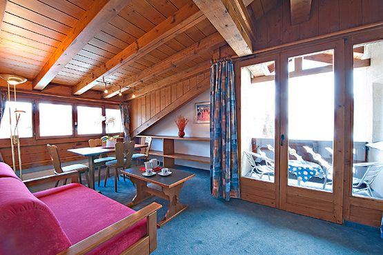 Suite Engiadina with balcony living room – Hotel Chesa Grischa in Sils-Baselgia